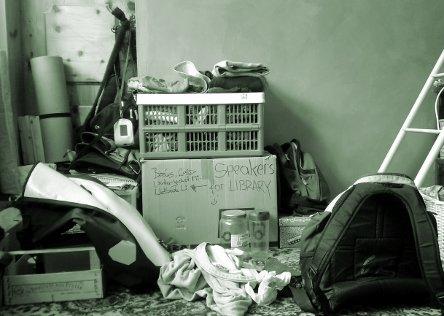 Foto von Umzugskartons und Chaos