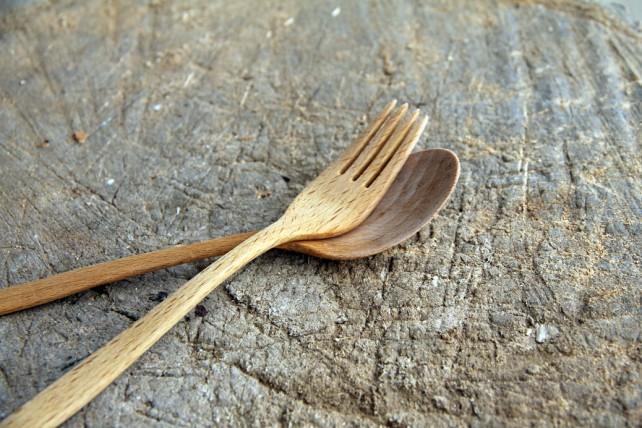 Holzgabel und -löffel