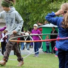 Foto von Kindern in Hula Hoops