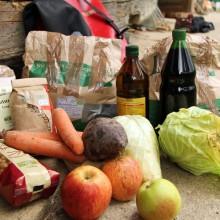 Foto von Lebensmitteleinkauf mit Fahrradsatteltaschen.