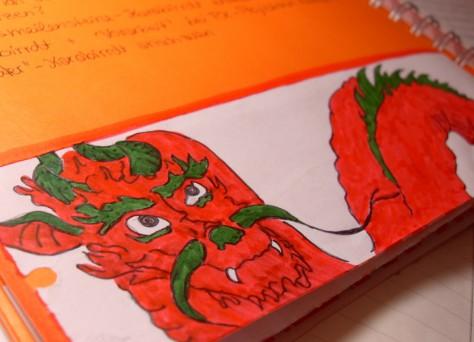 Ein gemalter rot-grüner Drache