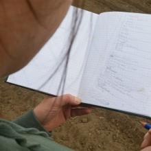 Foto eines handskizzierten Gartenplans in einem Notizbuch