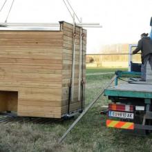 Foto von der Stroh Lehm Box beim Abladen