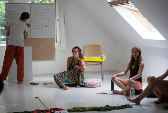 Raquel und Daniel gestalten den Workshop