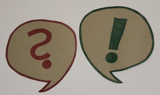 Frage- und Ausrufezeichen in einer Sprechblase zum geldfrei Artikel