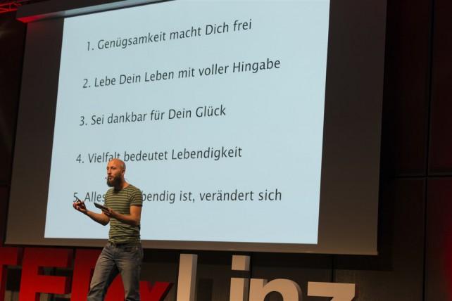 Foto von Michael Hartl bei einem Vortrag beim Format TEDxLinz
