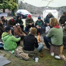 Wildnisschüler am Lagerfeuer