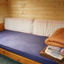 Foto von einem Bett im Bauwagen