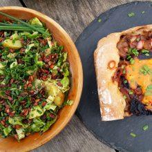 Foto von Kraut-Zwiebel-Kuchen und Salat mit Erdäpfeln