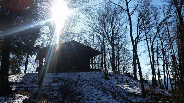 Berghütte im Schnee mit Sonnenlicht, Beschreibung des sabbatical s